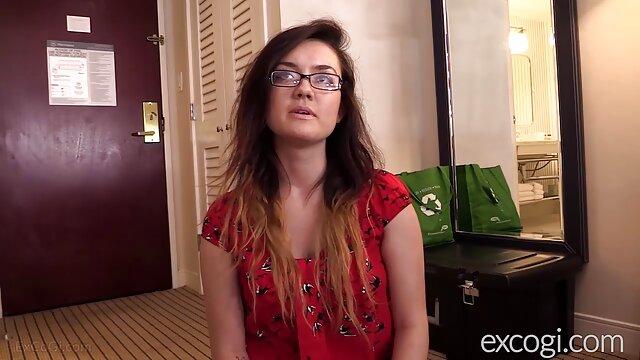 Esposa de pelo corto videos de sexo lesbianas disfruta de la BBC