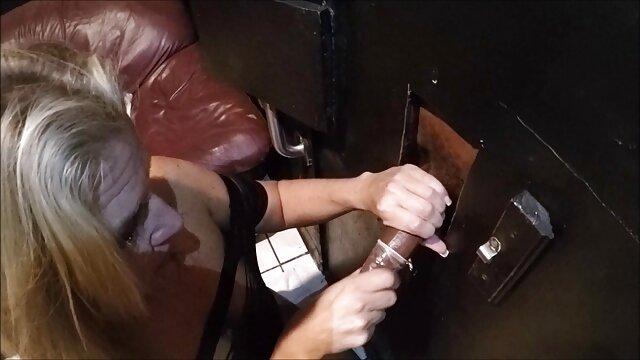 Perrito aburrido sexo tijeras lesbianas