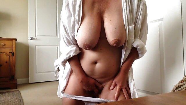 Rubia humilladora quiere servicio de lengua lesbianas desnudas haciendo el amor