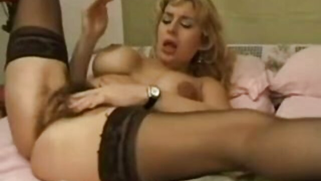 Adolescentes lesbianas hacen tijera lesbianas azotadas y folladas en el culo con un arnés por Dom