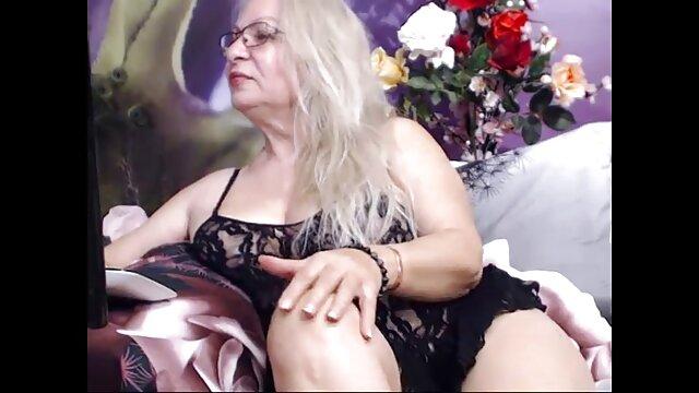 Betty Bell - DP videos de lesbianas haciendo tijeras en el patio de recreo