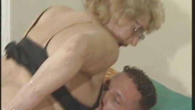 Puta super caliente es follada redtube lesbiana