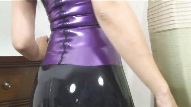 Ángel latino con lesbianas besandose culo twerking y follada con los dedos