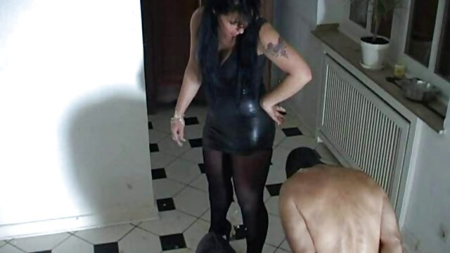 Dos hottie rumano chupa xvideos lesviana y sacude la polla de su amigo