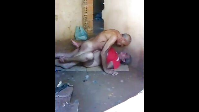 DAPHAINE lesbianas penetrandose