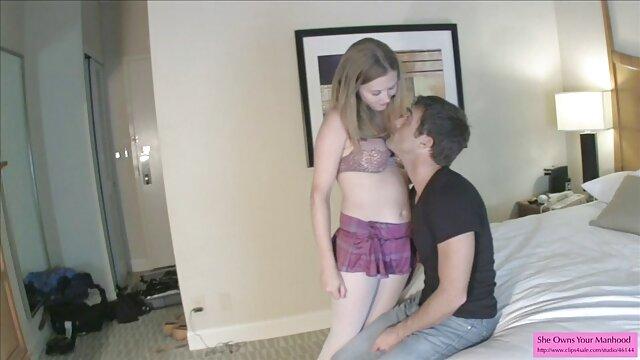Adolescente Lilly Sapphire follada duro en público pono lesvianas por un pervertido
