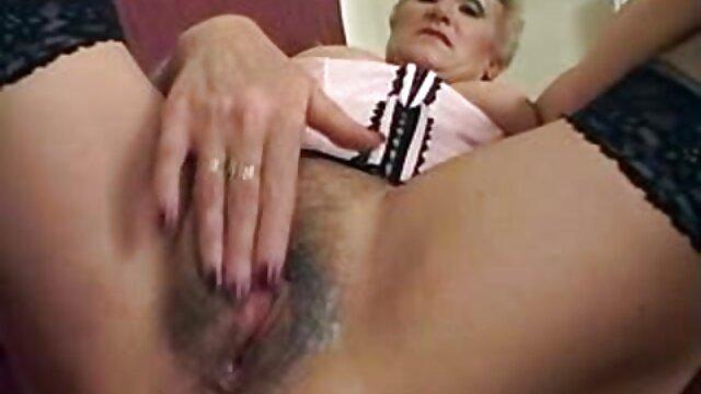 Isabel Ice videos de orgias lesbicas adora jugar con su culo