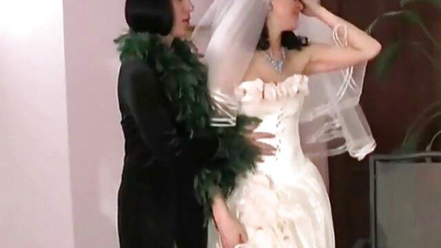 La diosa de seis pies Alison Tyler se videos de sexo lesvico rellena el coño con un juguete
