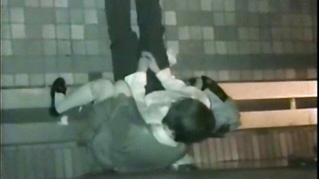 Jasmina masturbándose lebianas xnxx con su consolador
