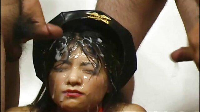 Aleska Diamond lesbianas follando en el baño - Ella es más sucia que nunca - MOFOS