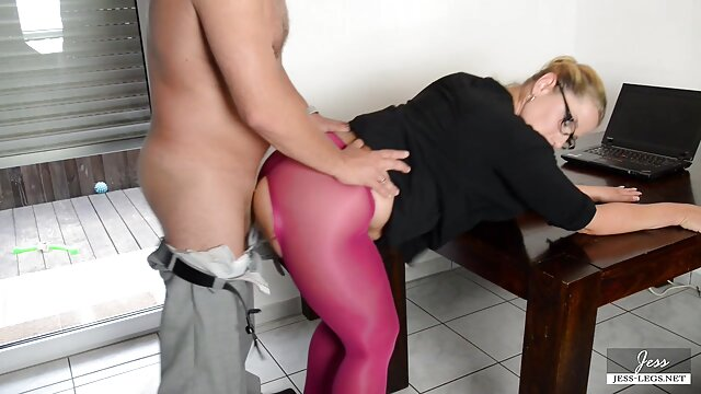 FACE STRAPPED - Sexo de lesbiana españolas fantasía con strapon en la cara con Anny Aurora