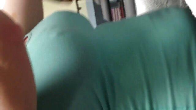 Lubrica videos de lesbianas cogiendo y acaricia tu polla como este JOI