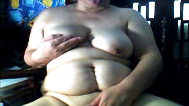 Trío anal con Kate Jones lesbianas garchando y Bibi Black