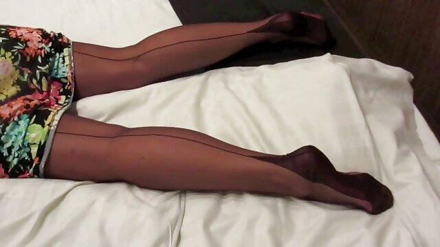 Camwhore Jessy muestra sus enormes lesbi gratis tetas 2