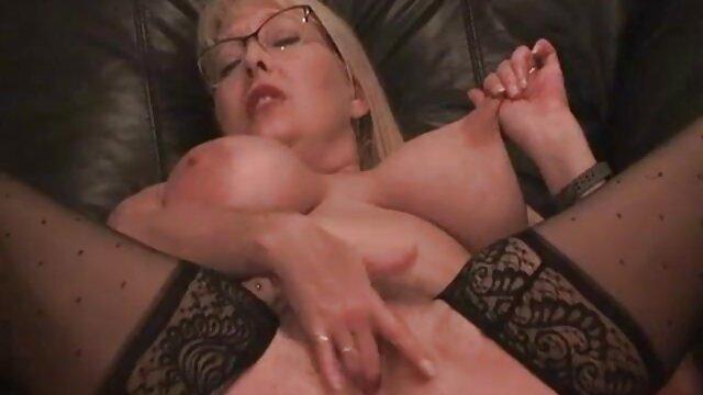 Masturbándose hottie sadie videos pornos de levianas hawkins