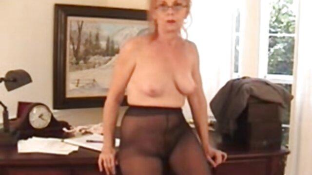 RELAXXXED - Cogida xxx lesbianas con juguetes caliente en la sauna con la adolescente checa Lady Dee