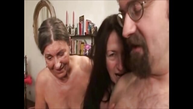 Linda morena recibe una videos xxx lesbianas español mamada profunda y una follada dura