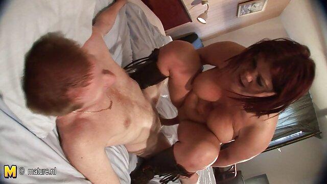 VirtualTaboo.com Sexy Jolee Love alimentando su morenas lesbianas xxx coño hambriento